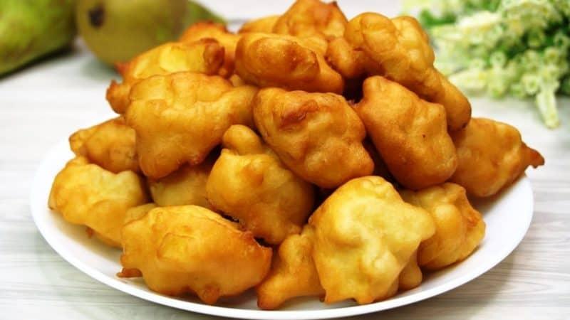 Яблочные пирожки-пончки. Кладу яблоки в кипящее масло и получаю ароматное объедение 1