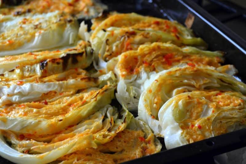 Молодая капуста запечённая в духовке. Аппетитное и полезное блюдо с пикантным соусом 4