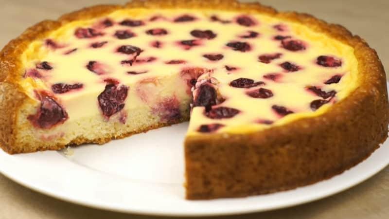 Пирог с черешней и нежной заливкой. Идеальное лакомство с летними ягодами для чаепития 6