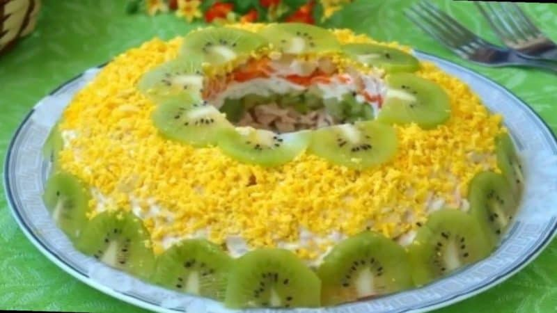 Салат Зелёный браслет. Нежный салатик с орехами, курицей и сыром 1