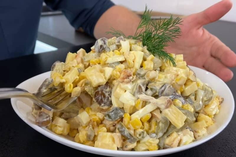 Салат с жареными грибами и курицей. Идеальное решение для пышного стола 1