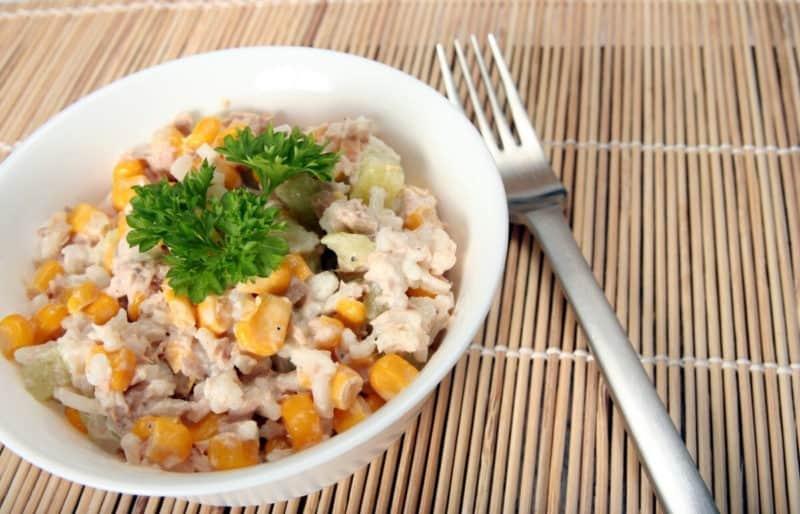 Салат с консервированным тунцом: вкусный салатик как для праздничного, так и для повседневного стола 4
