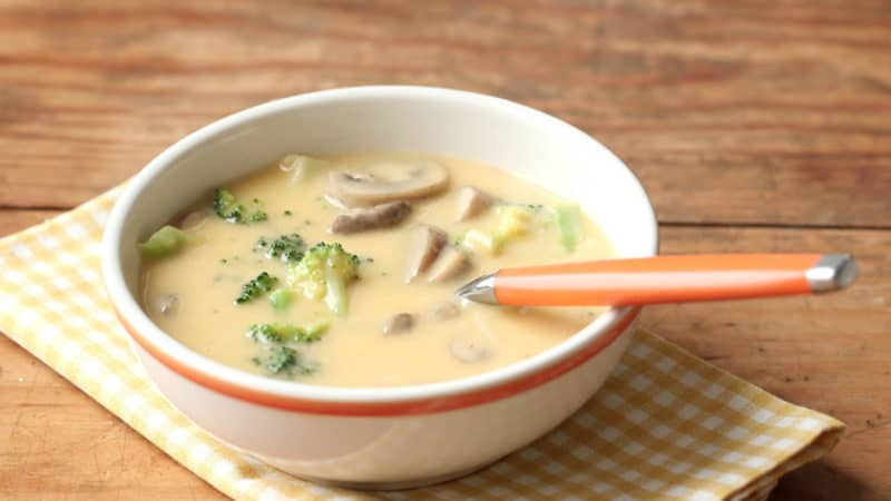 Сырный суп с шампиньонами и брокколи. Особый сливочный вкус первого блюда придётся вам по душе