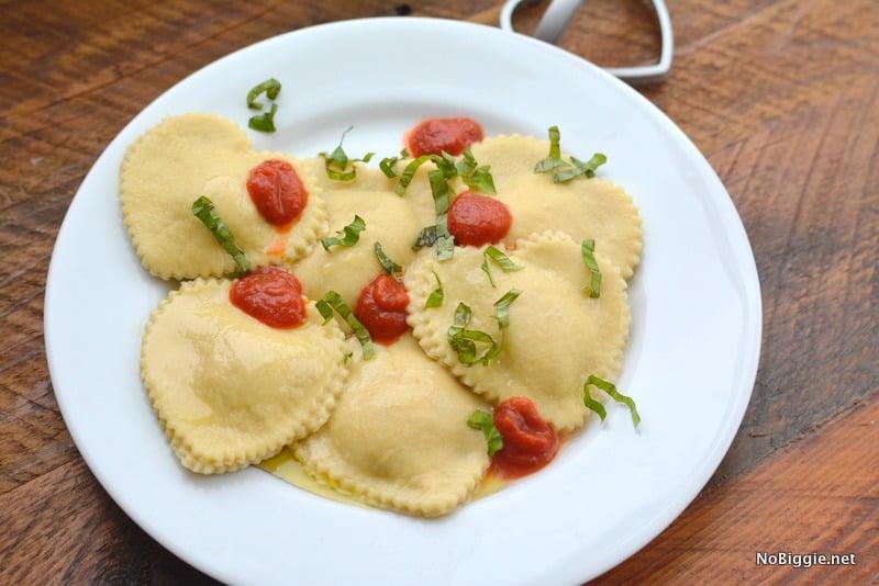 Равиоли-сердечки с изысканной начинкой. Рецепт итальянского блюда 1