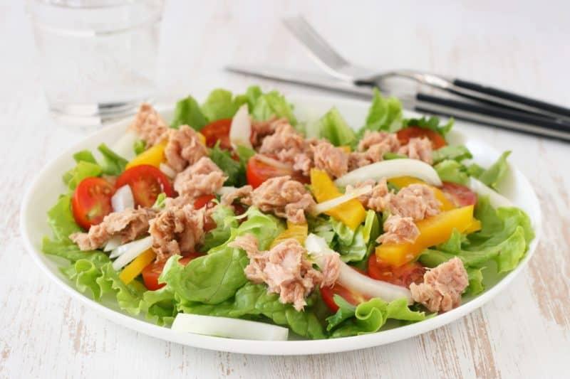 Салат с тунцом и овощами. Вкусное и сытное блюдо 1