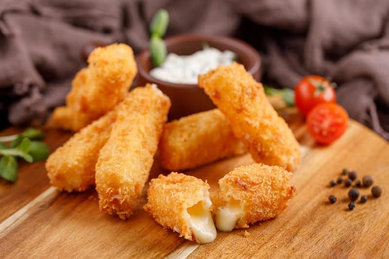 Сырные палочки. Вкуснятина из трёх ингредиентов за несколько минут