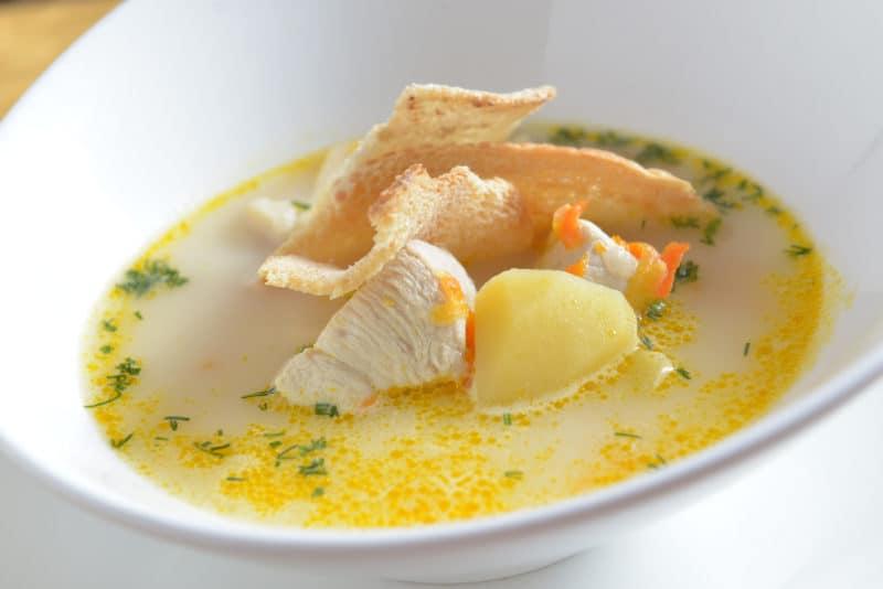 Картофельно-сырный суп с курочкой