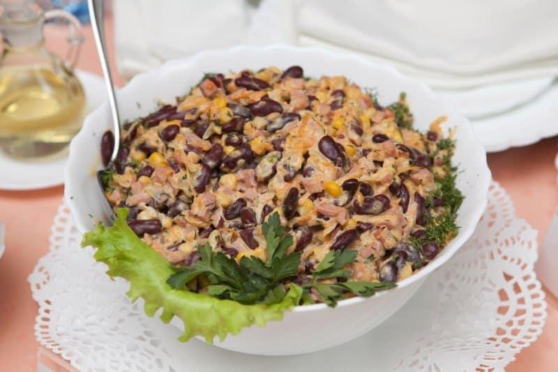 Салат с фасолью и ветчиной. Оригинальное блюдо, которое вы полюбите с первой ложки 2