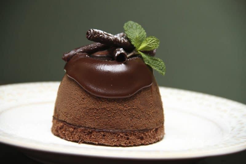 Сливочные пирожные с шоколадом. Лакомство получается насыщенным и нежным 1