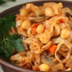 Тушеная капуста с грибами и нутом. Блюдо сытное и ароматное 8