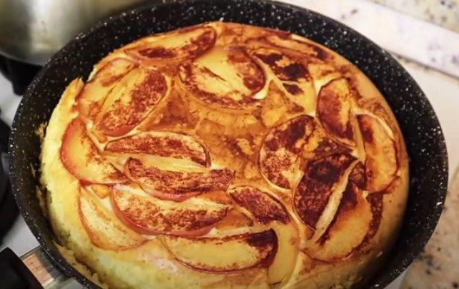 Яблочный пирог на сковороде. С 1 яйцом и за 15 минут 1