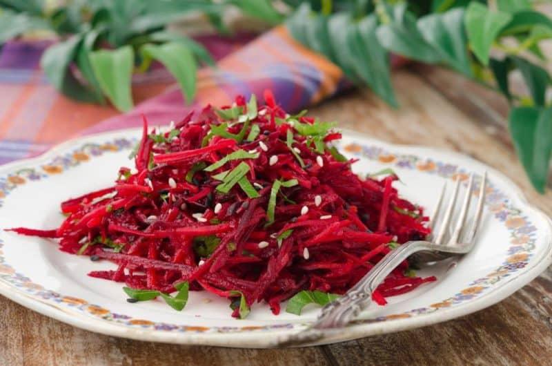 Витаминный салат из свеклы с яблоками. Это блюдо зарядит вас энергией на весь день 12