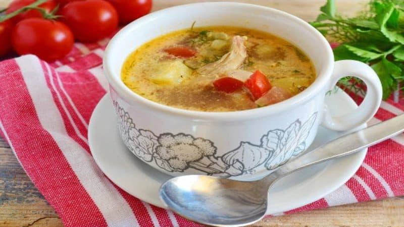 Куриный суп с яйцами и помидорами. Первое блюдо, которое подходит к диетической кухне