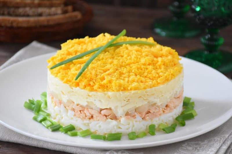 Луковый салат Мимоза