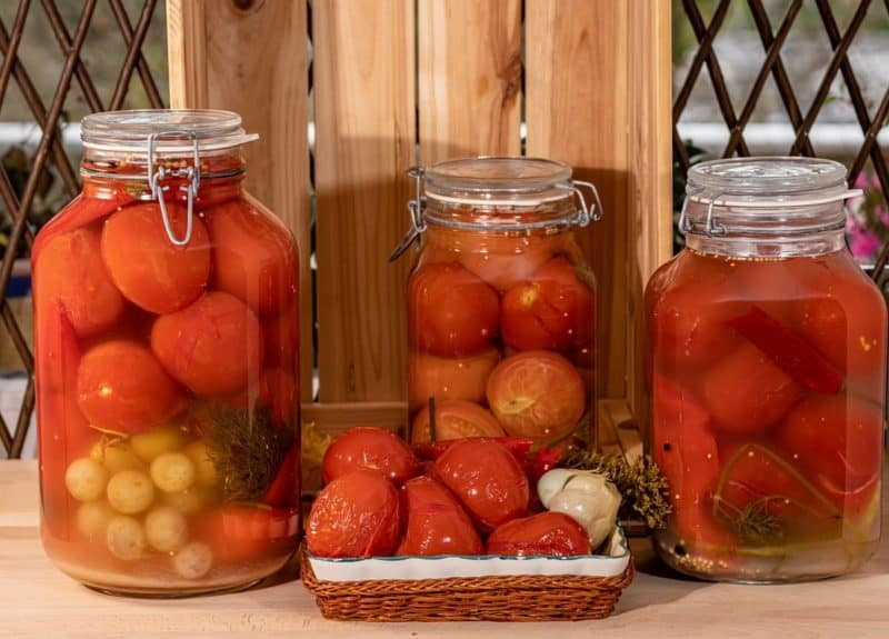 Помидоры с виноградом на зиму. Сочетание разных ингредиентов в банке дарит необычный вкус 14