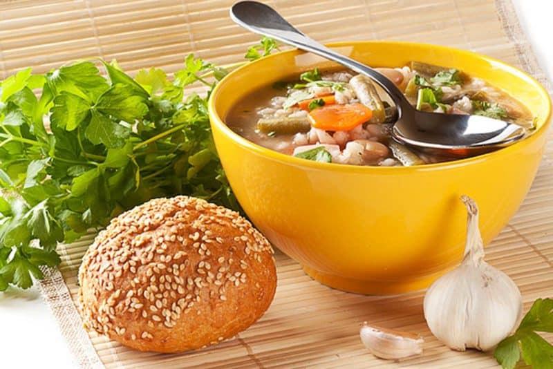 Постный суп с перловкой и фасолью