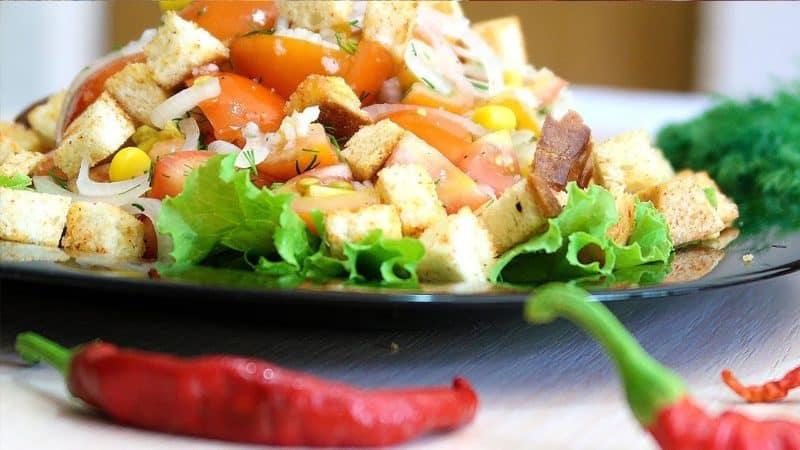 Салат Конкурент с курицей и овощами