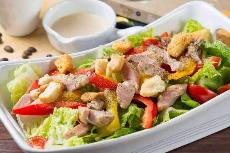 Салат Конкурент с курицей и овощами. Оригинальное блюдо 1