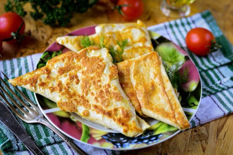 Треугольники из лаваша с сыром на сковороде. Закуска на все времена 4