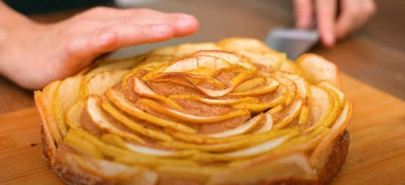 Яблочный пирог без сахара муки и масла. Можно кушать на ночь, не поправитесь