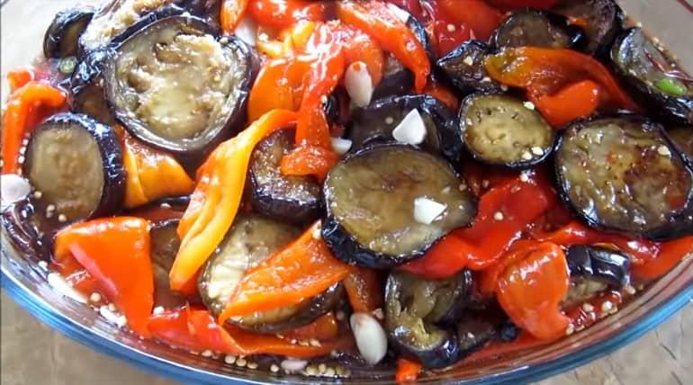 Баклажаны с болгарским перцем в особом маринаде: деликатес из баночки 1