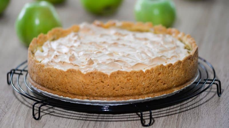 Пирог с творожным кремом и меренгой