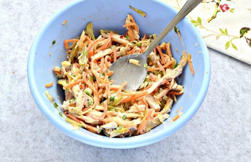 Салат с курицей и огурцами по-корейски
