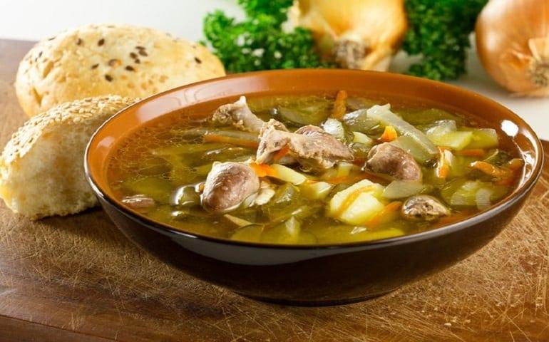 Суп с лапшой и куриными потрошками: блюдо, которое насытит и согреет 1